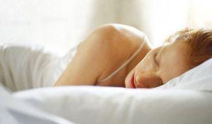 Spavanje duže od devet sati može ukazivati na Alchajmerovu bolest