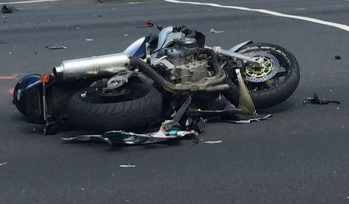 Kikinda: Direktan sudar motocikla i automobila, poginuo motociklista