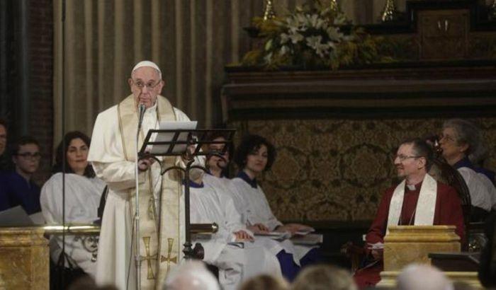 Papa Franja prvi katolički poglavar koji je posetio anglikansku crkvu