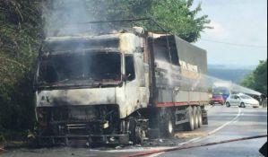 FOTO: Izgoreo kamion na Banstolu