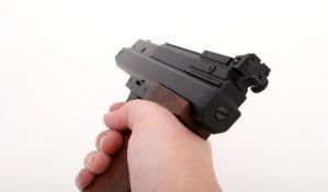 Uz pretnju replikom pištolja opljačkao prodavnice na Limanu, Detelinari i u Rakovcu