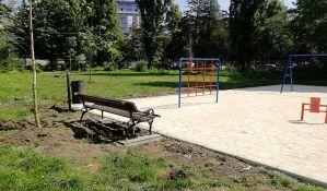 FOTO: Apel roditeljima da ne puštaju decu da se igraju na nezavršenim igralištima