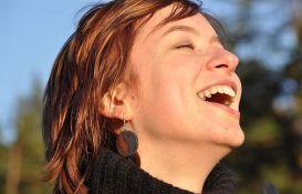 Obeležavanje Dana smeha 6. maja u Limanskom parku uz jogu, ples i meditaciju
