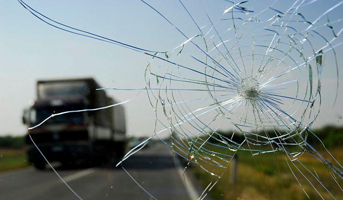 Rumljanin poginuo u sudaru automobila i kamiona