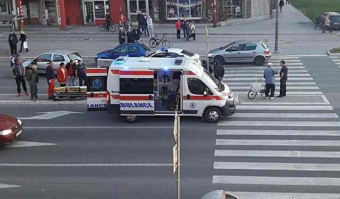 FOTO: Teška saobraćajka na Telepu, dvoje starijih povređeno