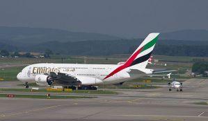 Preminula stjuardesa koja je ispala iz aviona na aerodromu