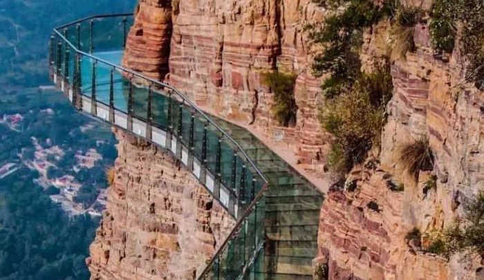 Stakleni most bezbedan