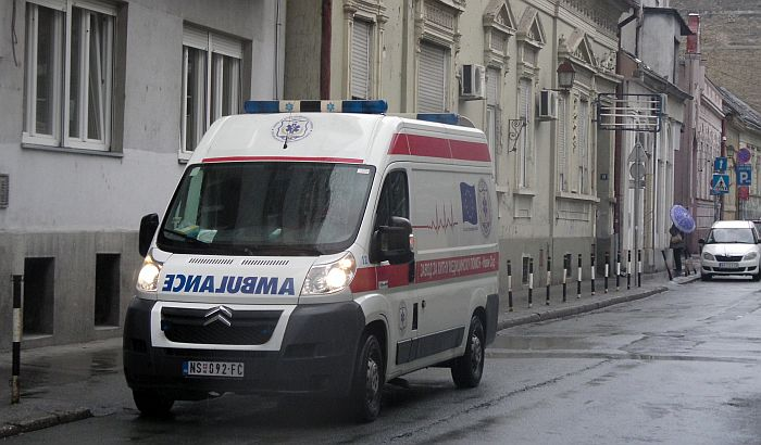 Dečaka udario automobil na pešačkom prelazu u centru Novog Sada