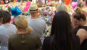 VIDEO: Odavanje pošte žrtvama u Mančesteru - minut ćutanja, pa Oejzis