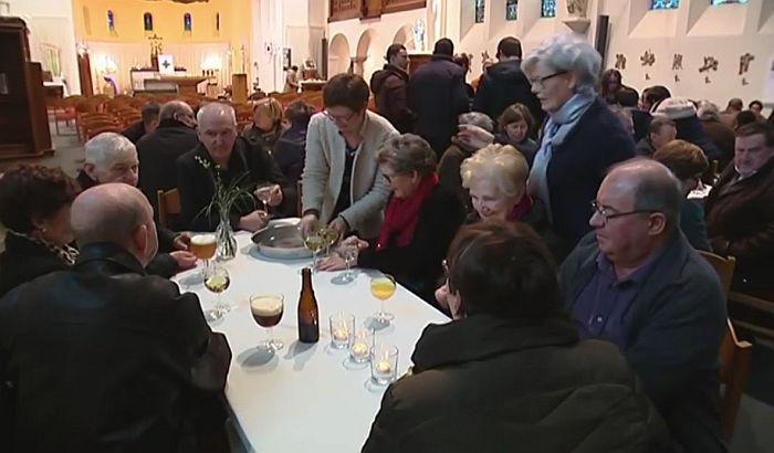 VIDEO: Sveštenik otvorio bar u crkvi