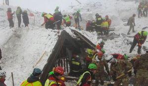 VIDEO: Pronađeno šest tela stradalih u snežnoj lavini u Italiji, za 23 osobe se i dalje traga