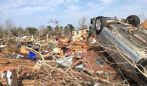 VIDEO: 18 ljudi stradalo u tornadu u SAD