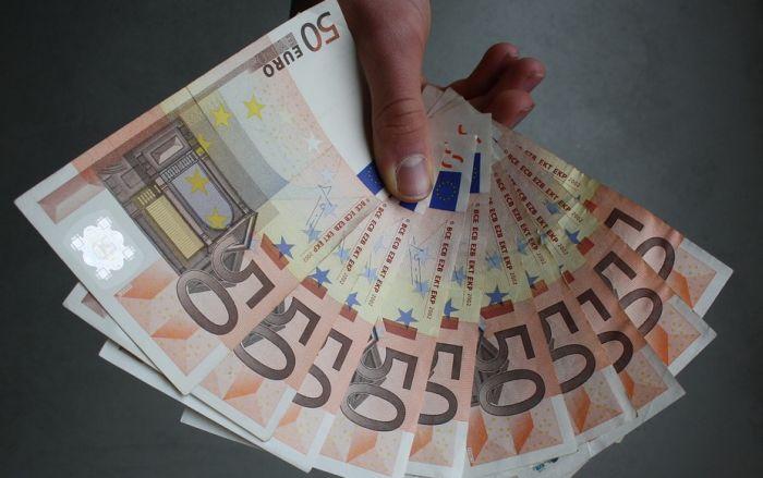 Ponudile ženi da joj gataju i ukrale joj 13.000 evra