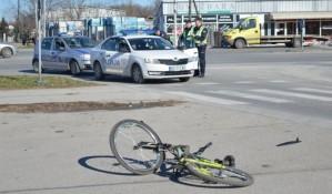 Devojku na biciklu udario kombi u Veterniku