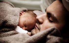 Roditelji novorođenčadi prosečno noću spavaju 4 sata i 44 minuta