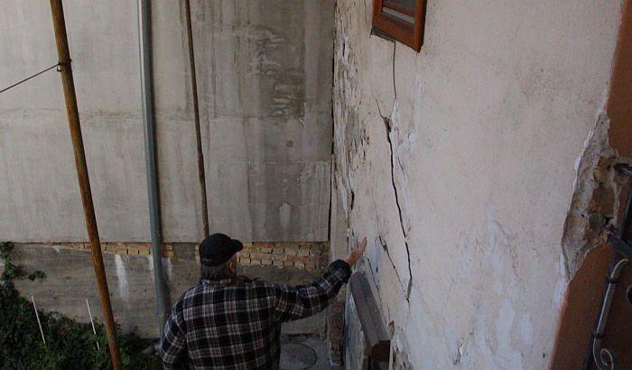 FOTO: Investitor oštetio zgradu, a stanar mora da plati pola miliona dinara