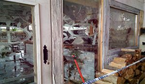 FOTO: Izgoreo deo lokala Mileta Pice
