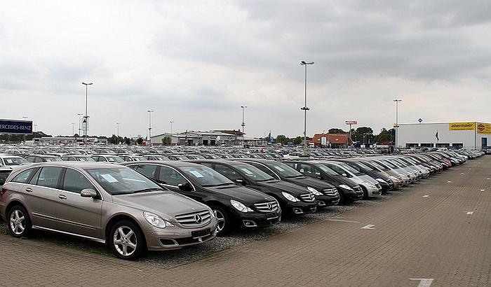 Polovni automobili pojeftinjuju za 20 odsto