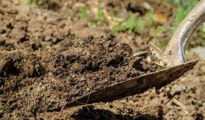 Senta: Kopao u bašti i iskopao dva tela