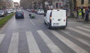 FOTO: Motociklista povređen u udesu u Jevrejskoj