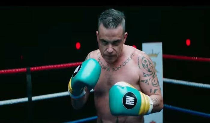 VIDEO: Robi Vilijams u novom sportu boksuje sa samim sobom