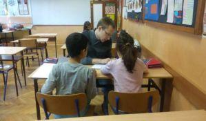 FOTO: Humani građani pomažu novosadskim mališanima u učenju
