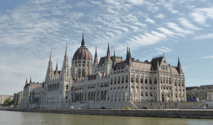 Mađarski parlament zabranio pristup novinarki poznatoj po šutiranju migranata