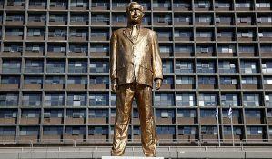 Zlatna statua Netanjahua usred Tel Aviva