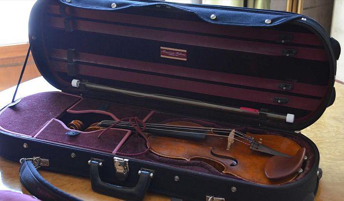 Violina ukradena pariskom kolekcionaru pronađena u Kragujevcu