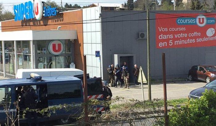 Ubijen napadač koji je držao taoce u supermarketu u Francuskoj