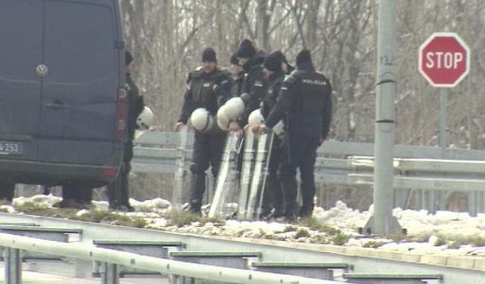 Ministar stopirao utakmicu Srbije i Kosova, policija blokirala prilaz Kovilovu