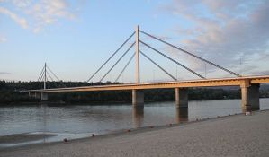 Menja se rasveta na Mostu slobode