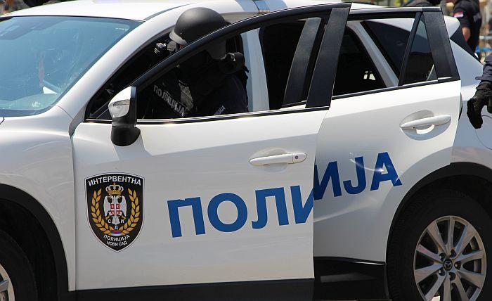 Naoružani i u panciru sedeli u novosadskom lokalu