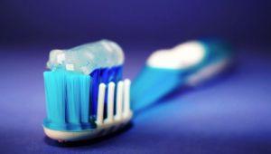Mikroplastika svuda oko nas, pa i u pasti za zube