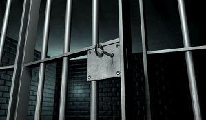 VIDEO: Zatvorenici spasili život čuvaru koji se onesvestio