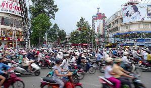 Grad sa pet miliona motociklista proteruje motore