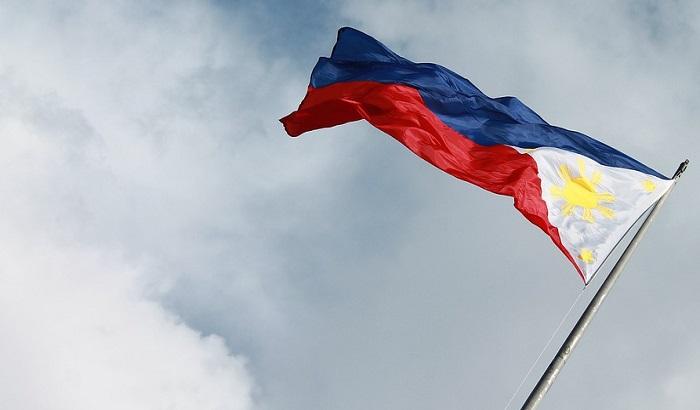 Više od 30 poginulih u oluji na Filipinima, pokrenuta klizišta i odroni