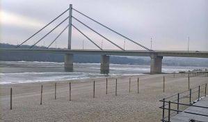 Most slobode bio zatvoren zbog barže koja se otkačila od broda
