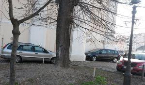 FOTO: Nemoćni da spreče nepropisno parkiranje kod Uspenske crkve