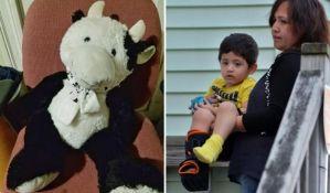 Plišana krava spasla život dečaku koji je pao kroz prozor