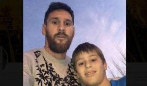 Dečak čekao šest sati da bi uradio selfi s Mesijem