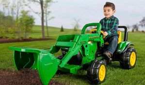Petogodišnjak hteo da sipa gorivo u traktor na pedale, policija ga