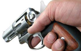 Pretio supruzi, napao je i pokušao da je upuca dok je bežala od njega