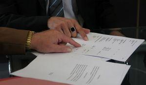 Banke trguju ugovorima klijenata, pravnici upozoravaju na nezakonitosti