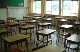 Sremska Mitrovica: Učenik teško povređen pri padu sa stolice, odstranjen mu bubreg