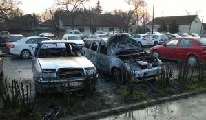 FOTO: Englez palio automobile u Petrovaradinu