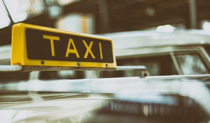 VIDEO: Dubai testira taksije bez vozača