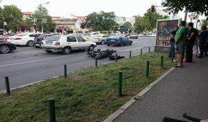 FOTO: Motociklista i pešak teško povređeni na Bulevaru oslobođenja