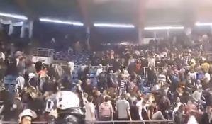 VIDEO: Tukli navijače koji su zviždali tokom minute ćutanja za ubijenog Aleksandra Stankovića