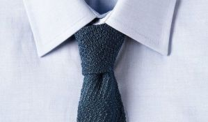 FOTO: Napravljena prva kravata od paukove svile